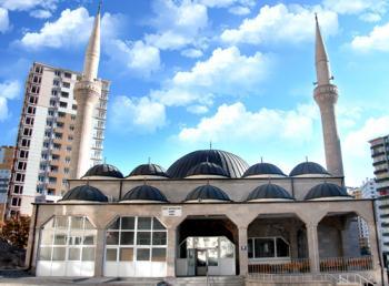 İzzet Bayraktar Camii